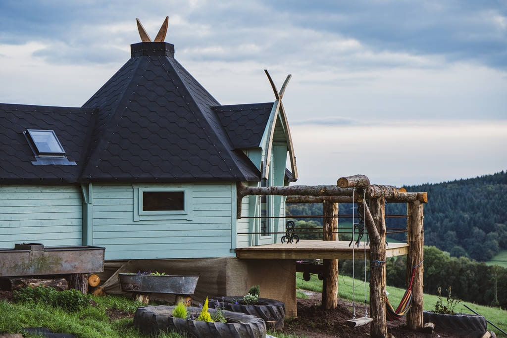 blue-pen-y-fan-cabin-with-decking-and-swing-on-hillside-glamping-herefordshire