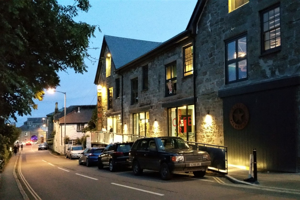 cars-parked-outside-newlyn-filmhouse-cinema-in-evening