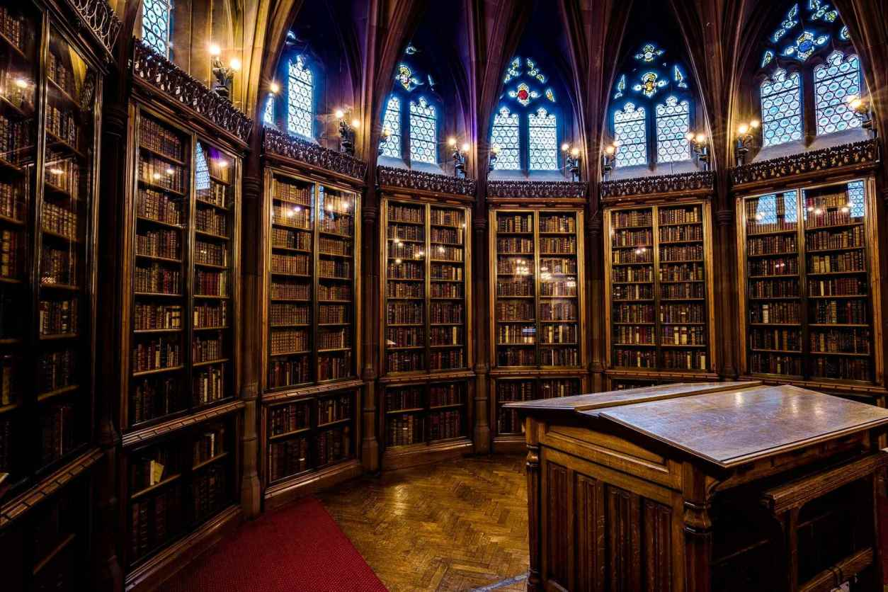 circular-reading-enclave-room-at-john-rylands-library-at-manchester-university