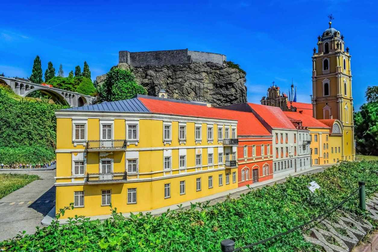 colourful-architecture-at-mini-europe-miniature-park-on-sunny-day-with-blue-skies-2-days-in-brussels-itinerary