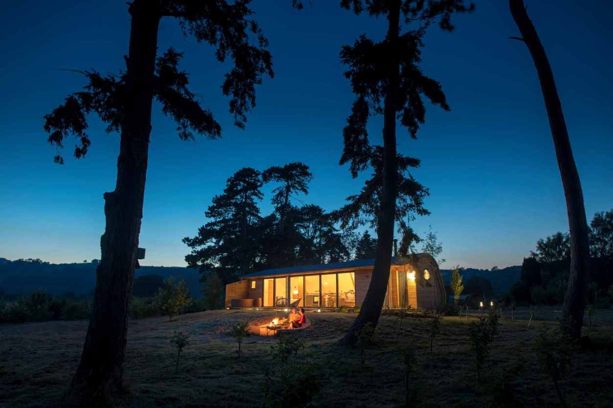 couple-enjoying-a-campfire-by-cynefin-retreats-cabin-at-night-glamping-herefordshire