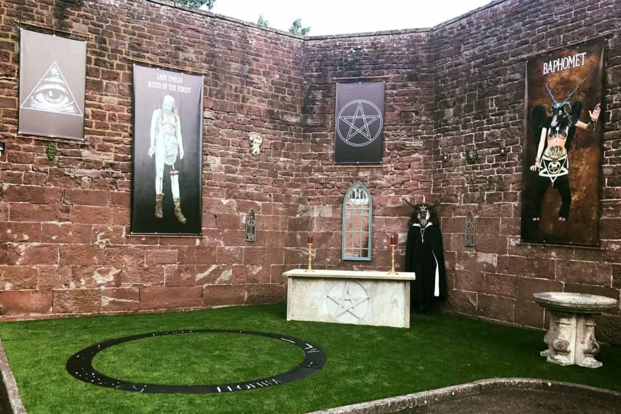 creepy-outdoor-museum-at-littledean-jail
