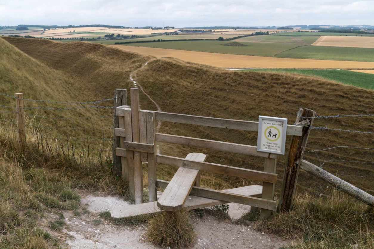english-countryside-stile-with-dog-gate-leading-to-fields-maiden-castle