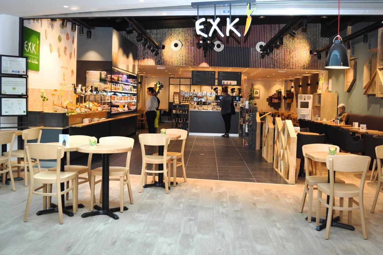 exki-takeaway-cafe-with-tables-and-chairs