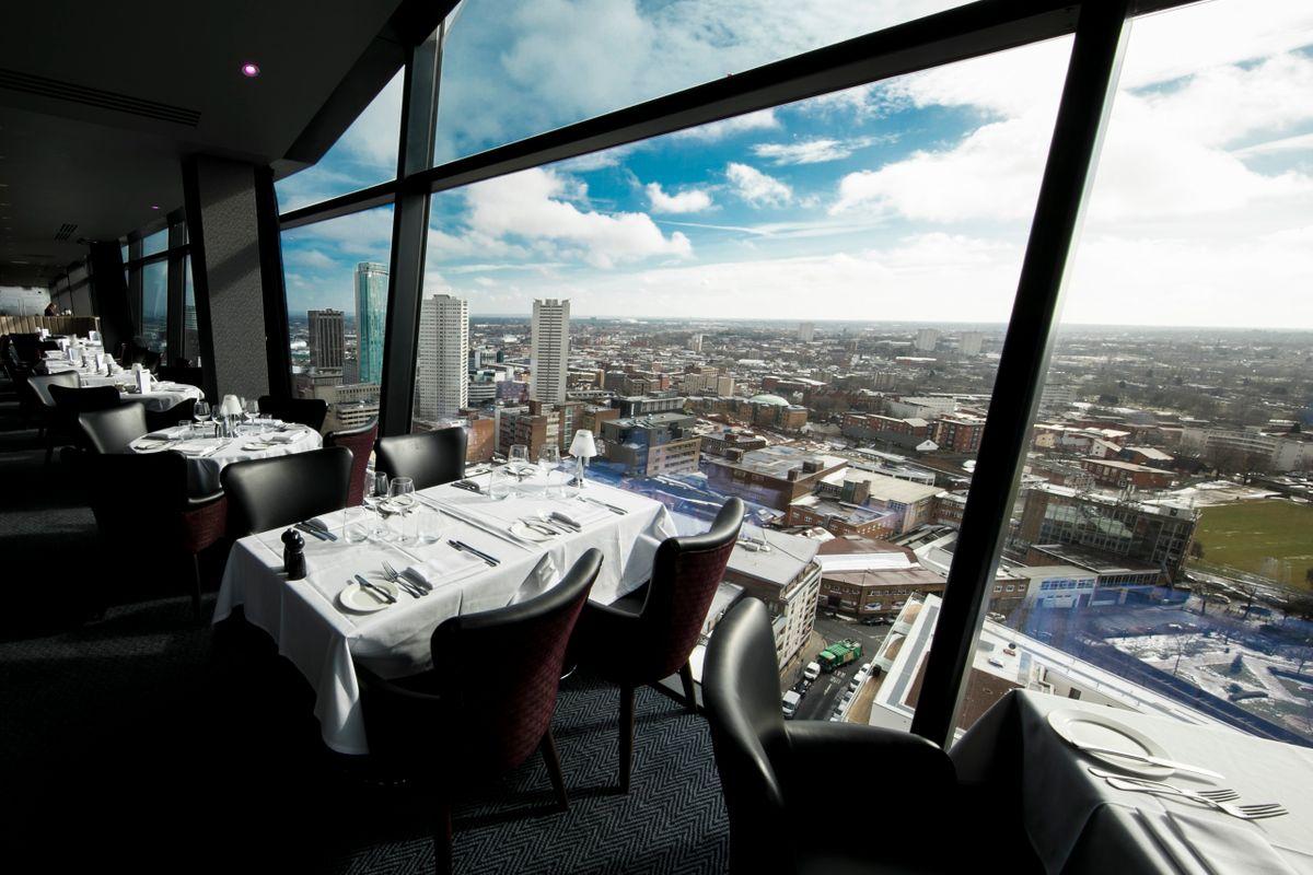 fancy-marco-pierre-white-restaurant-overlooking-city