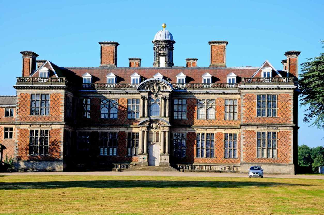 grand-sudbury-hall-and-grass-on-sunny-day-day-trips-from-derby
