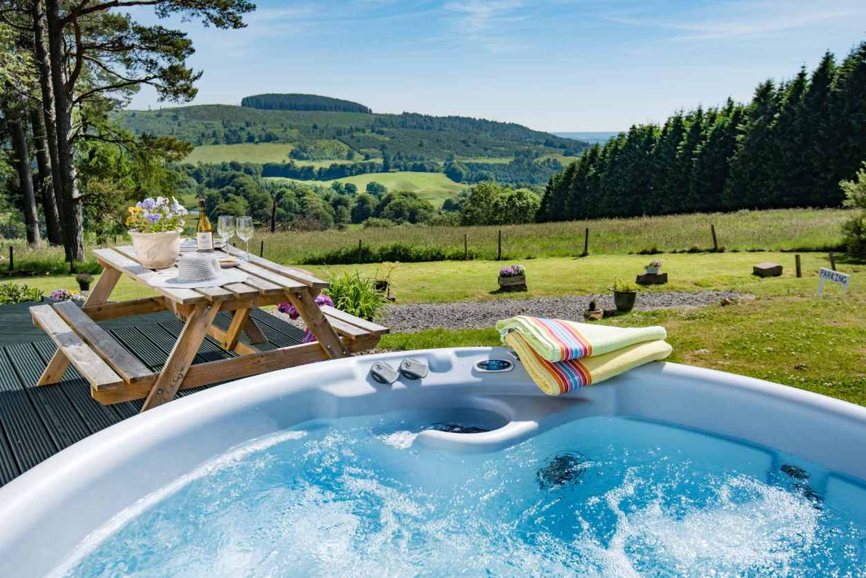 hot-tub-and-picnic-table-with-countryside-views-lodges-with-hot-tubs-scotland