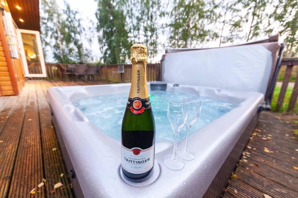 hot-tub-in-decking-of-8-berth-luxury-lodge-royal-deeside