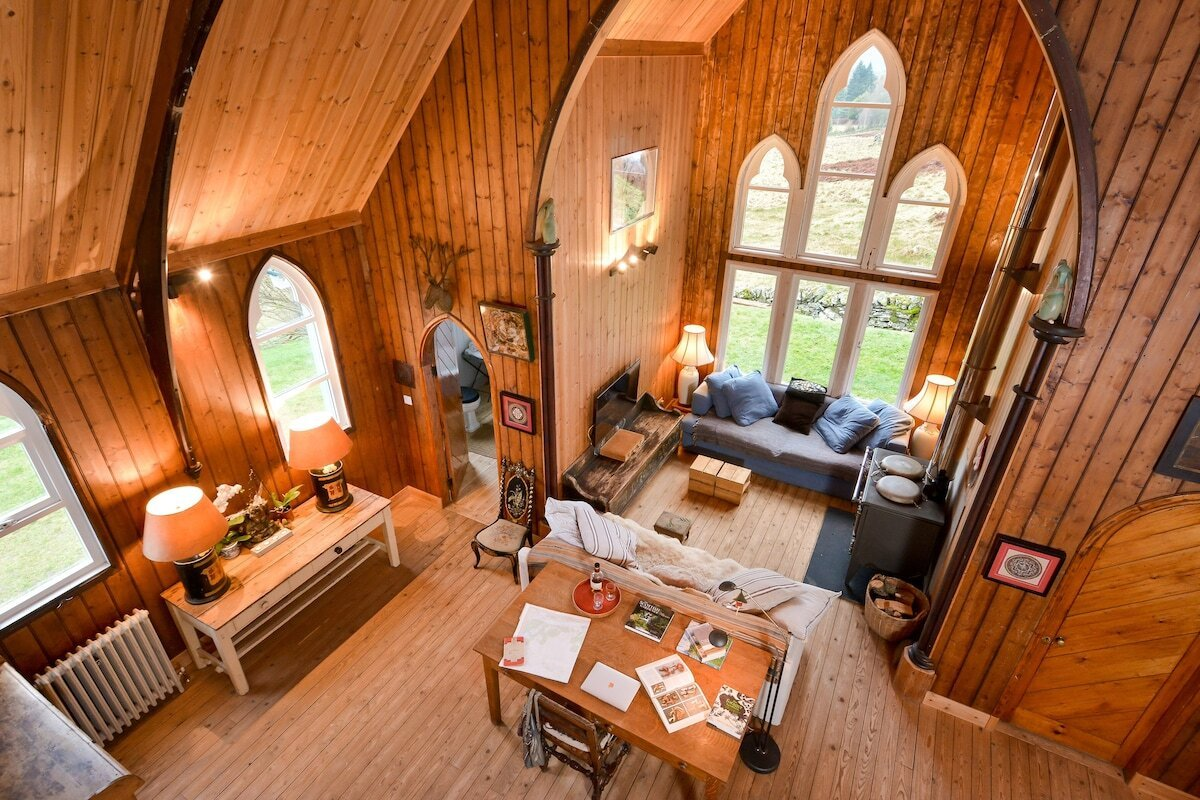 inside-the-tabernacle-tiny-house-lodges-with-hot-tubs-scotland