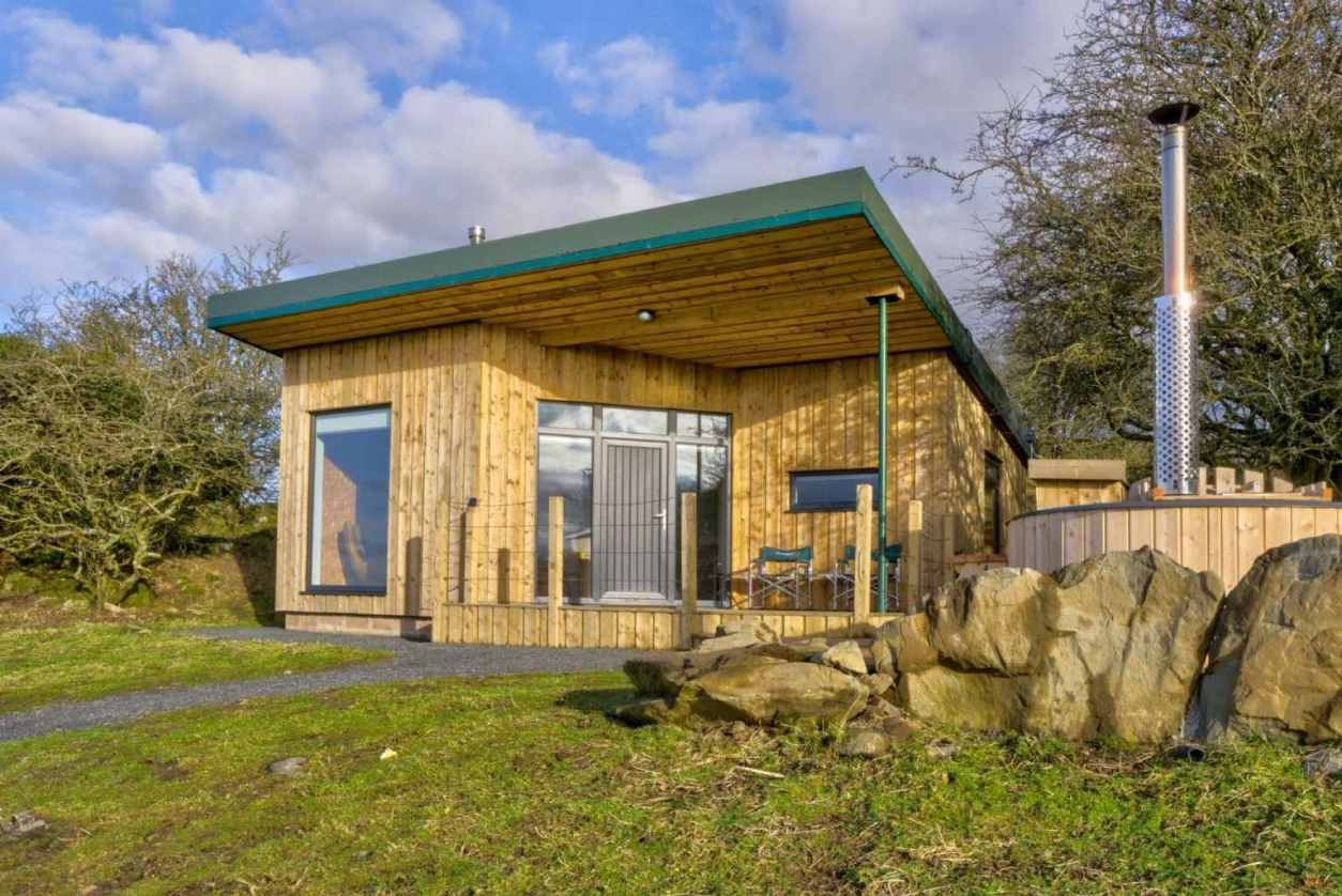 knowe-lodge-cabin-with-woodfired-hot-tub