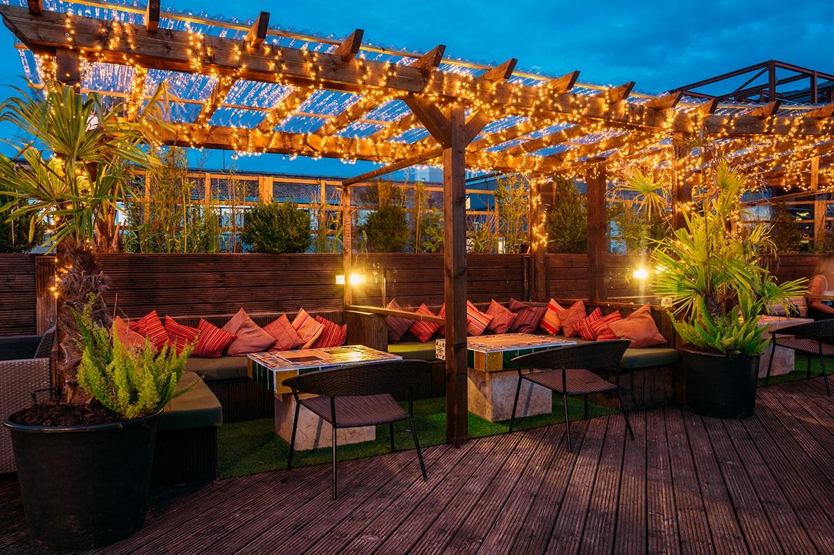 outdoor-rooftop-garden-at-funky-flamingo-bottomless-brunch-southampton