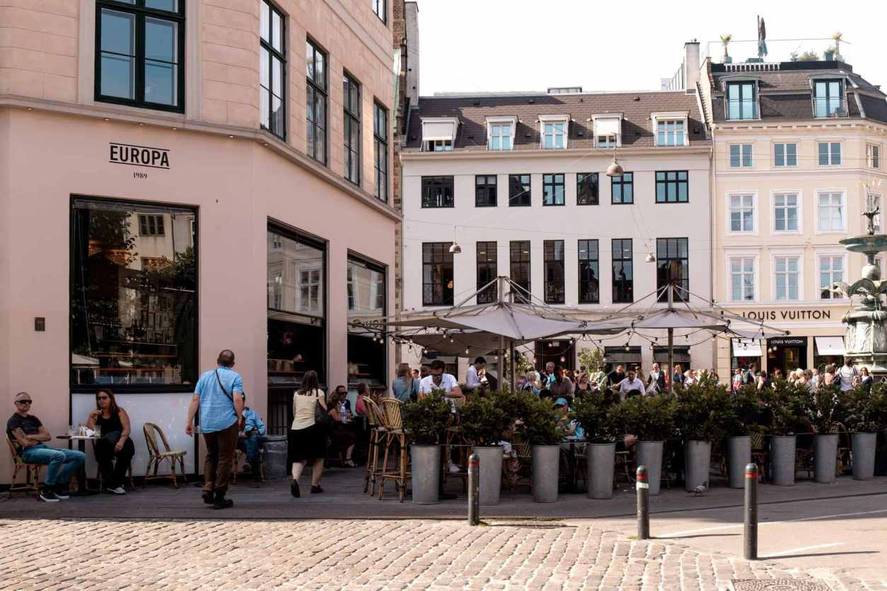 people-walking-around-strøget-shopping-street-and-square