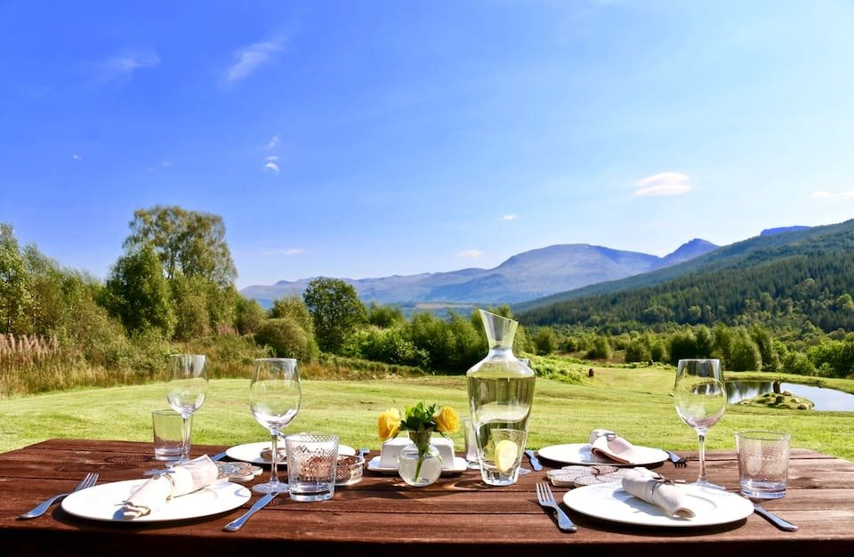 picnic-table-in-field-with-mountain-views-on-sunny-day