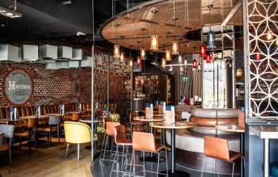 rustic-and-industrial-interior-of-all-bar-one-restaurant-bottomless-brunch-southampton