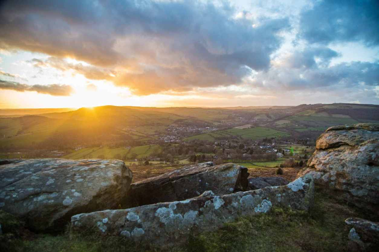 sunset-over-countryside-views-from-baslow-edge-best-peak-district-walks