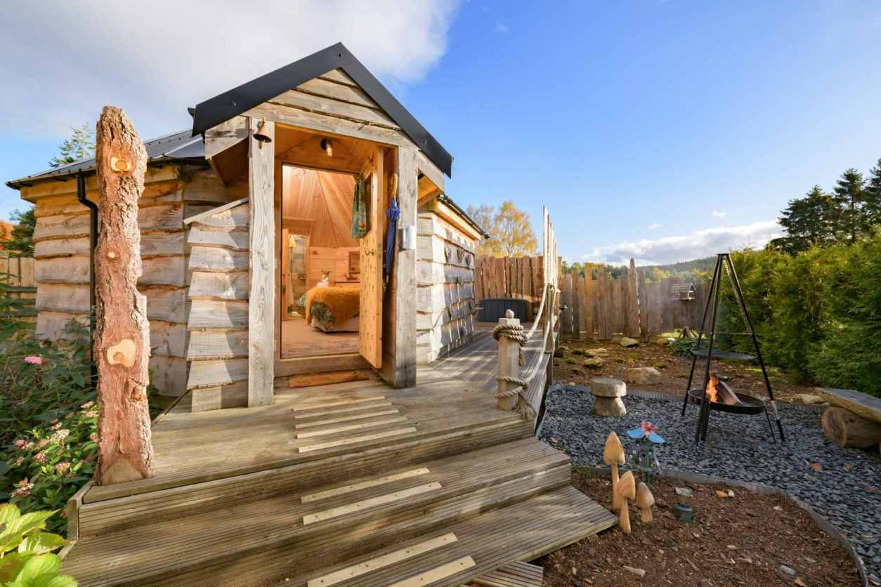 the-wee-love-nest-cabin-with-fire-pit-lodges-with-hot-tub-scotland