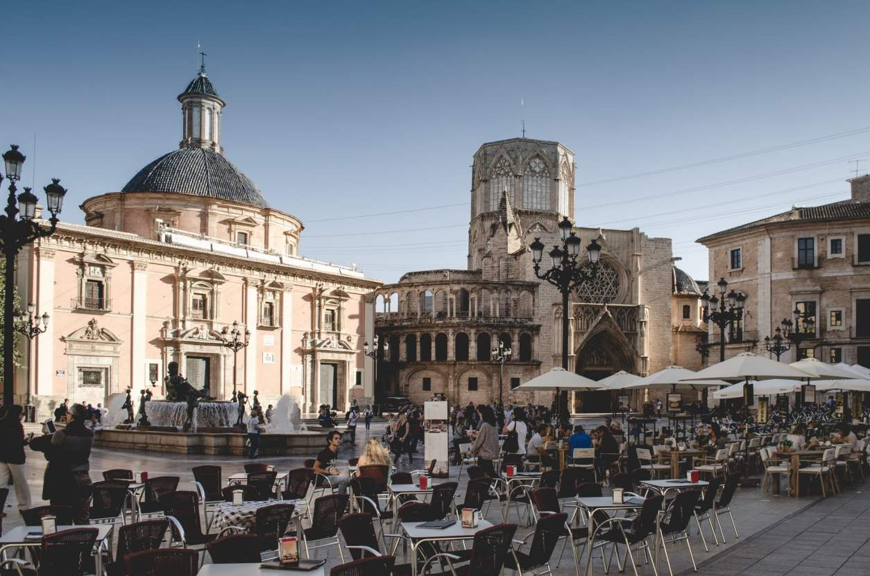 valencia-old-town-with-historic-buildings-and-people-dining-outdoors-2-days-in-valencia-itinerary