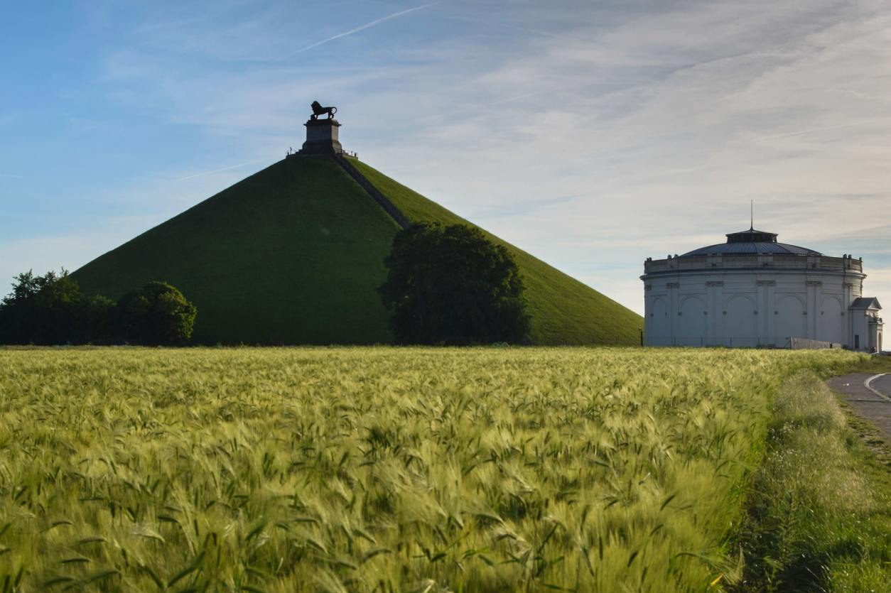 waterloo-monument-on-hill-at-sunset-2-days-in-brussels-itinerary