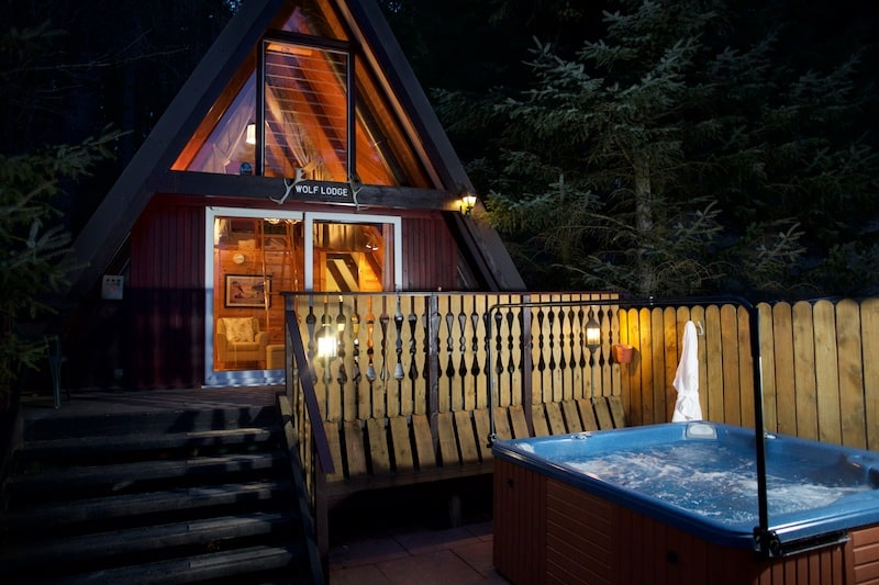 wolf-lodge-a-framed-cabin-with-hot-tub-at-night-lodges-with-hot-tubs-scotland