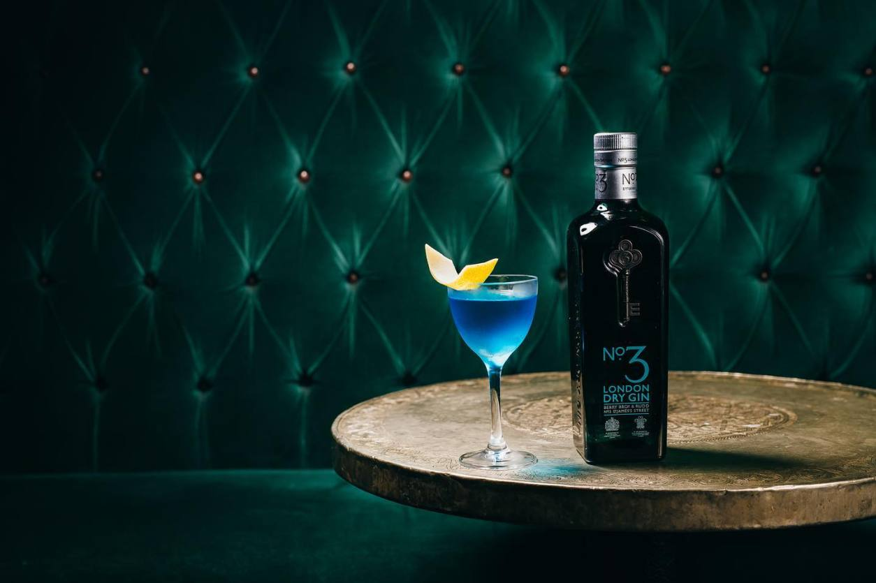 blue-gin-cocktail-on-table-at-jennys-bar