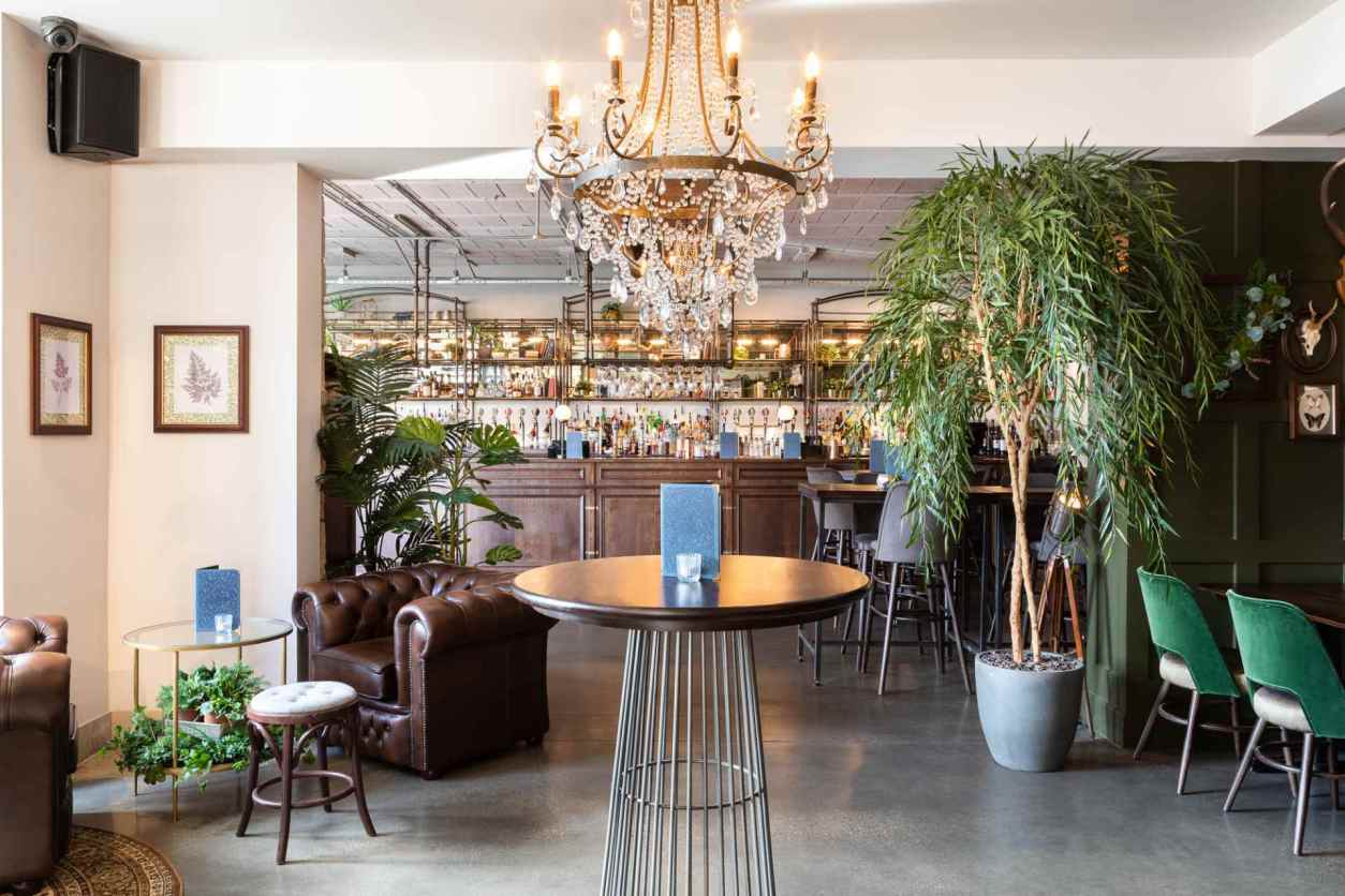 chandelier-in-the-lost-and-found-bar-bottomless-brunch-sheffield