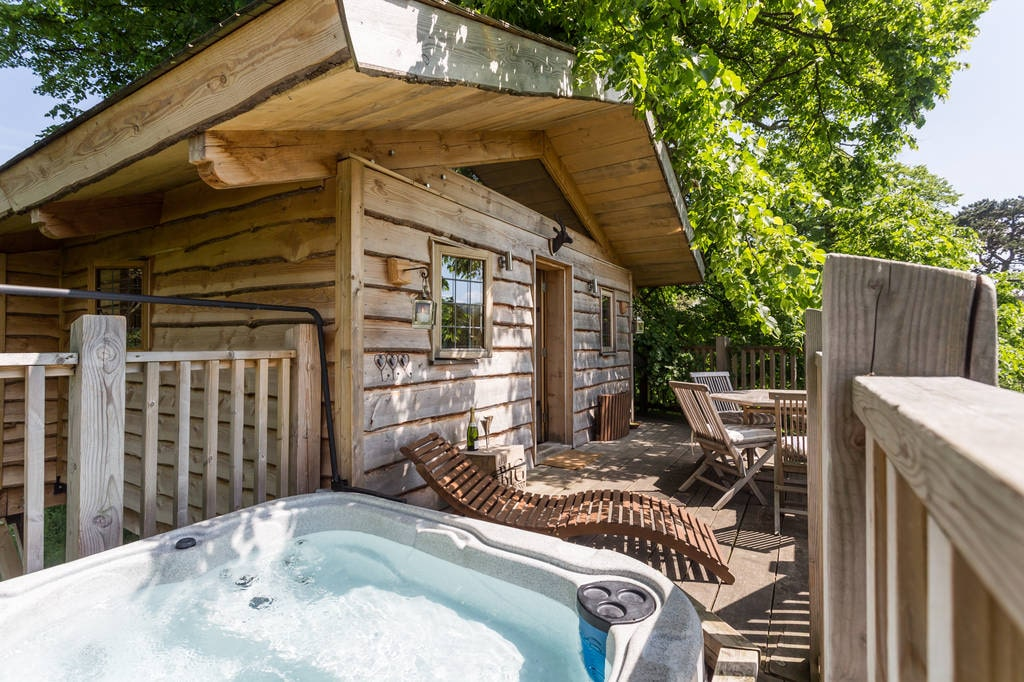 decking-of-lime-treehouse-at-little-comberton-treehouses-glamping-worcestershire