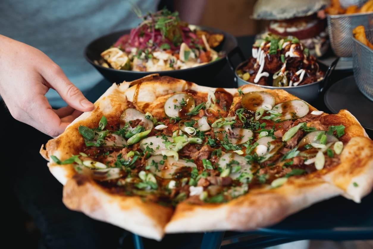 hoison-duck-pizza-at-punk-vegan