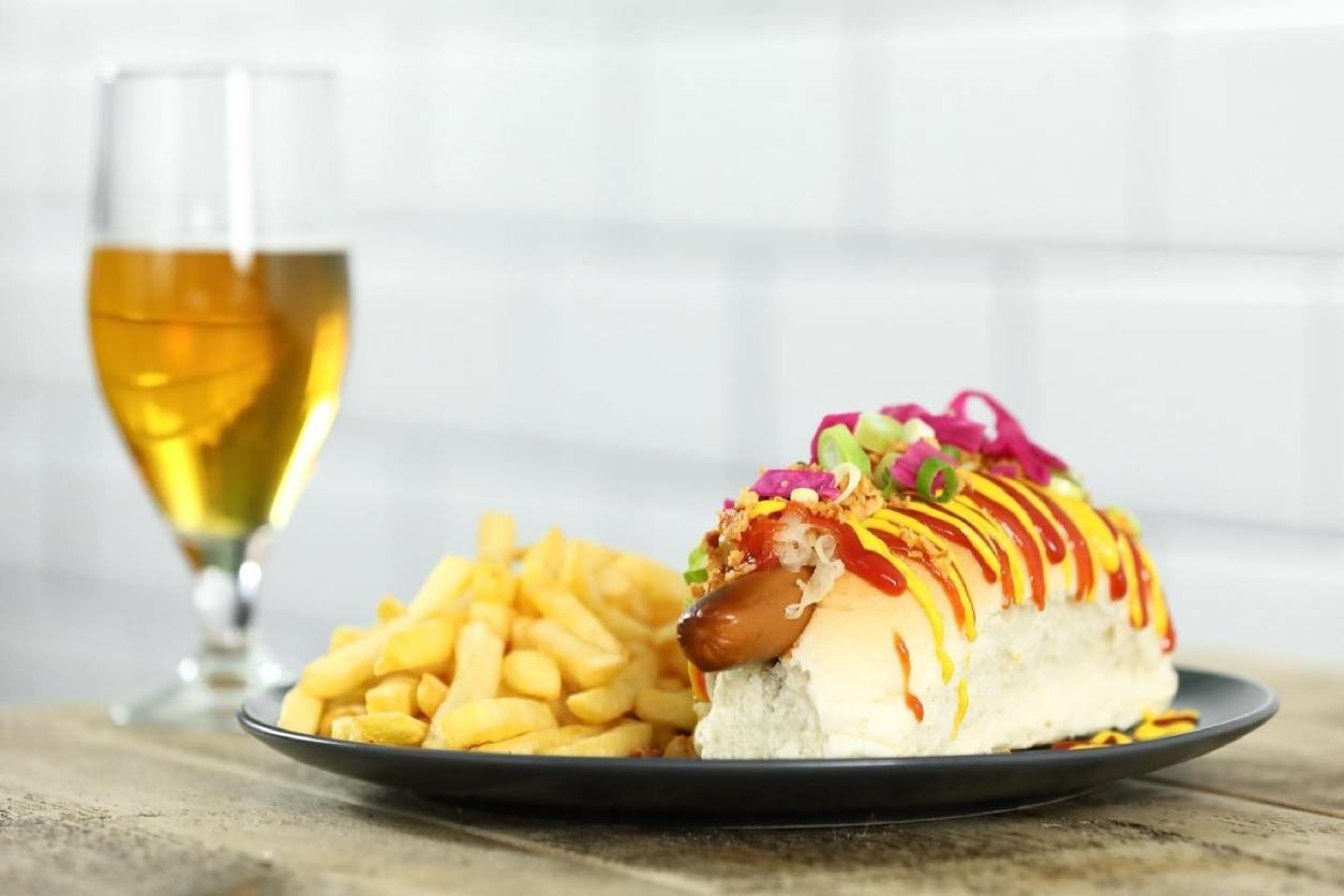 hot-dog-chips-and-beer-at-mogs-restaurant-vegan-restaurants-leeds