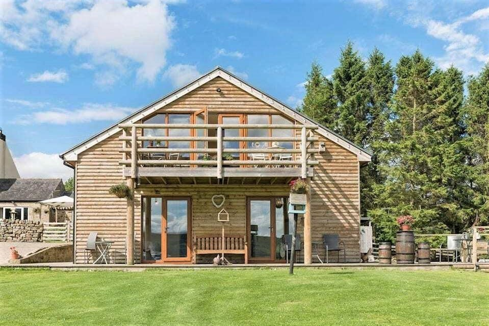 huntercrook-lodge-with-balcony-and-garden-lodges-with-hot-tubs-northumberland