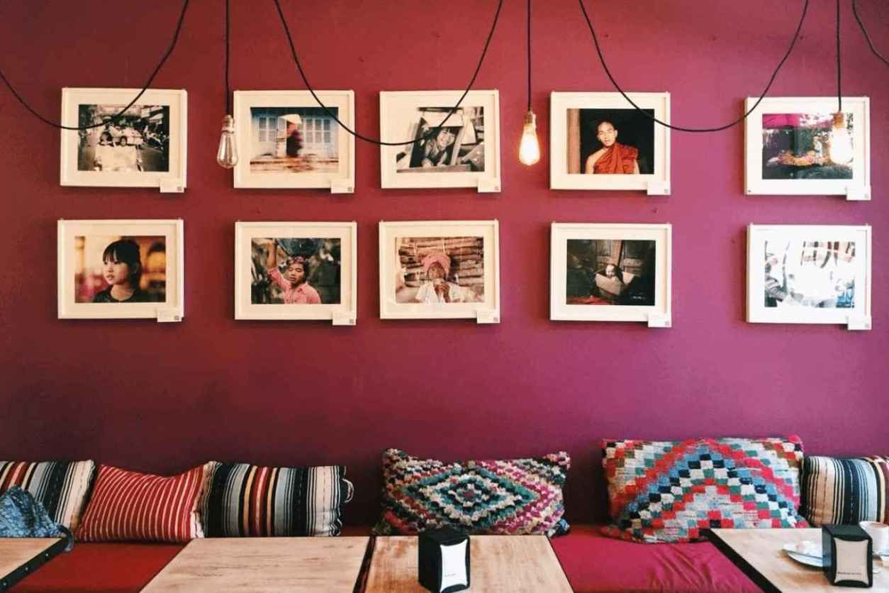 interior-of-toc-toc-tapas-with-pink-walls-and-white-frames