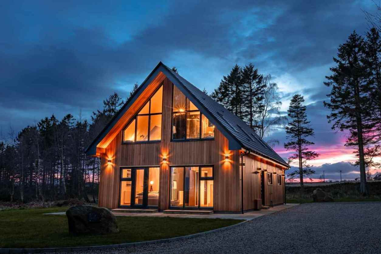 large-cedar-lodge-at-newlands-lodges-at-sunset-lodges-with-hot-tubs-northumberland