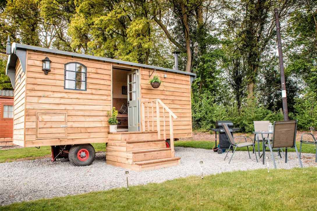 malvern-holiday-park-shepherds-hut-on-gravel-in-field-glamping-worcestershire