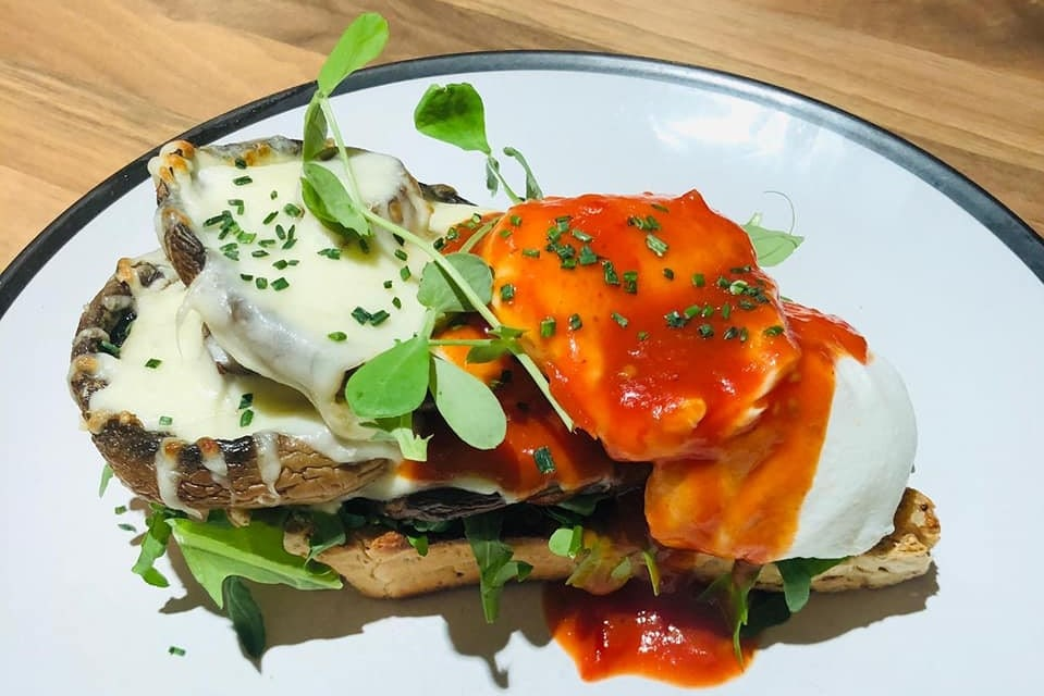mushroom-poached-egg-and-sourdough-toast-at-howst-cafe