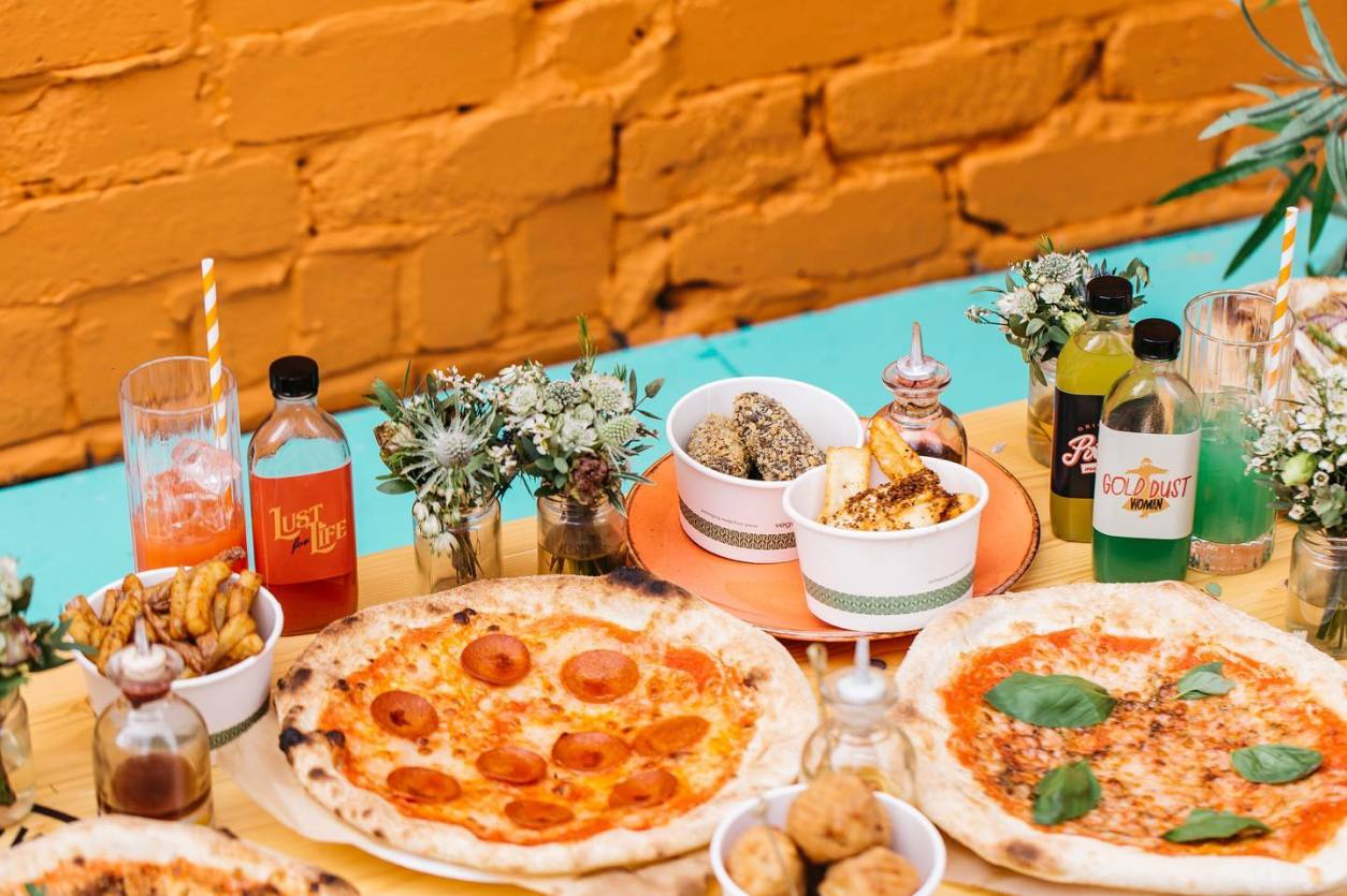 pizzas-food-and-drinks-at-picture-house-social-bottomless-brunch-sheffield
