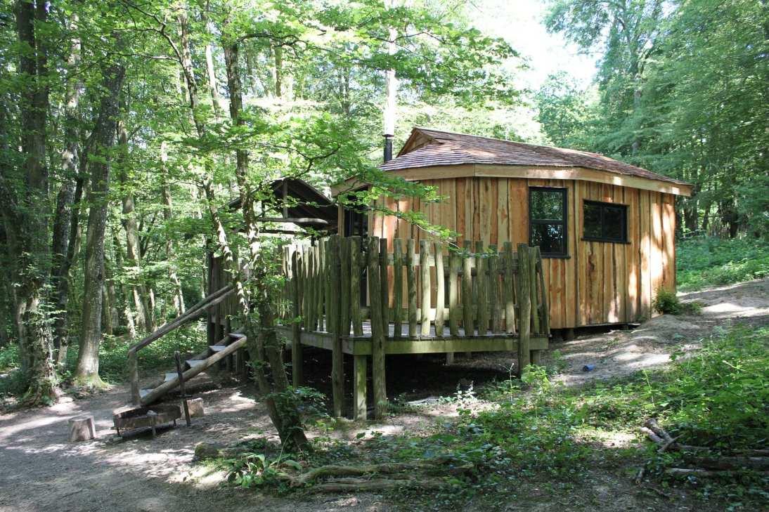 rossetti-cabin-on-decking-in-forest-at-glottenham-castle