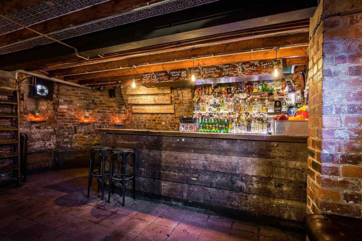 rustic-exposed-brick-bar-at-el-bandito