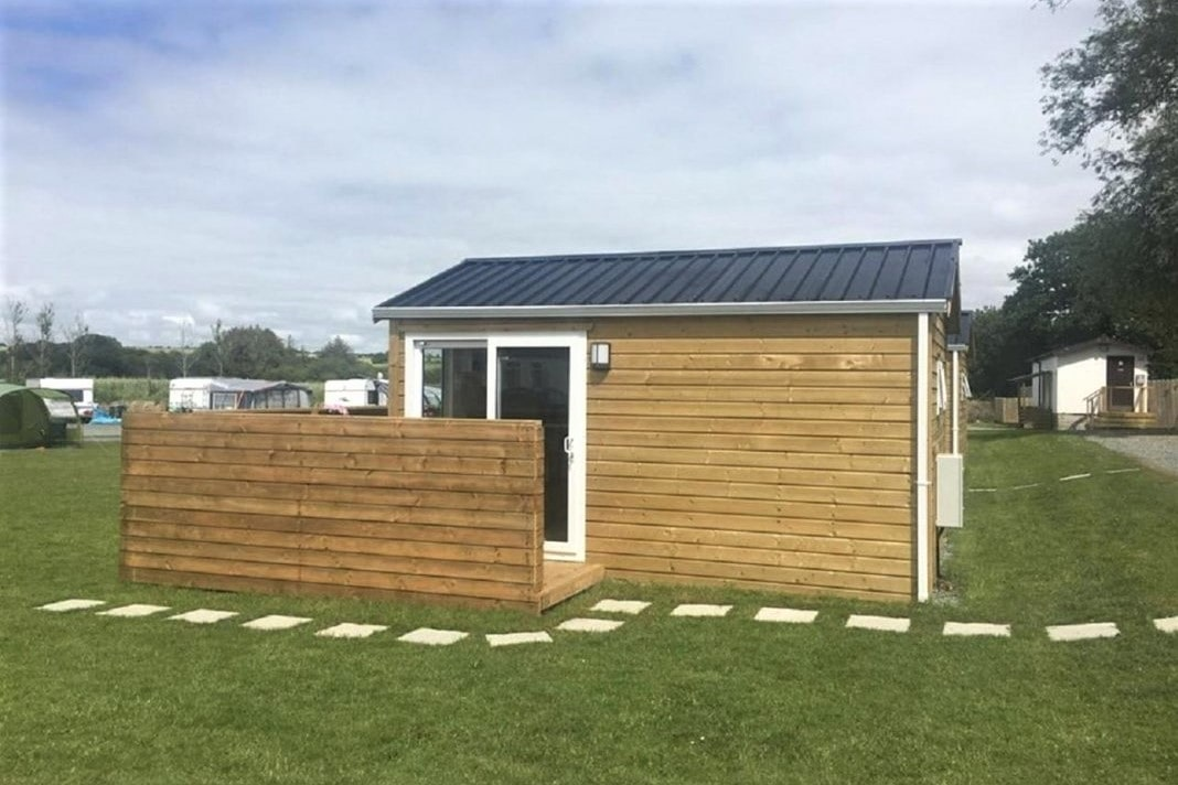 small-duncannon-glamping-cabin-in-field