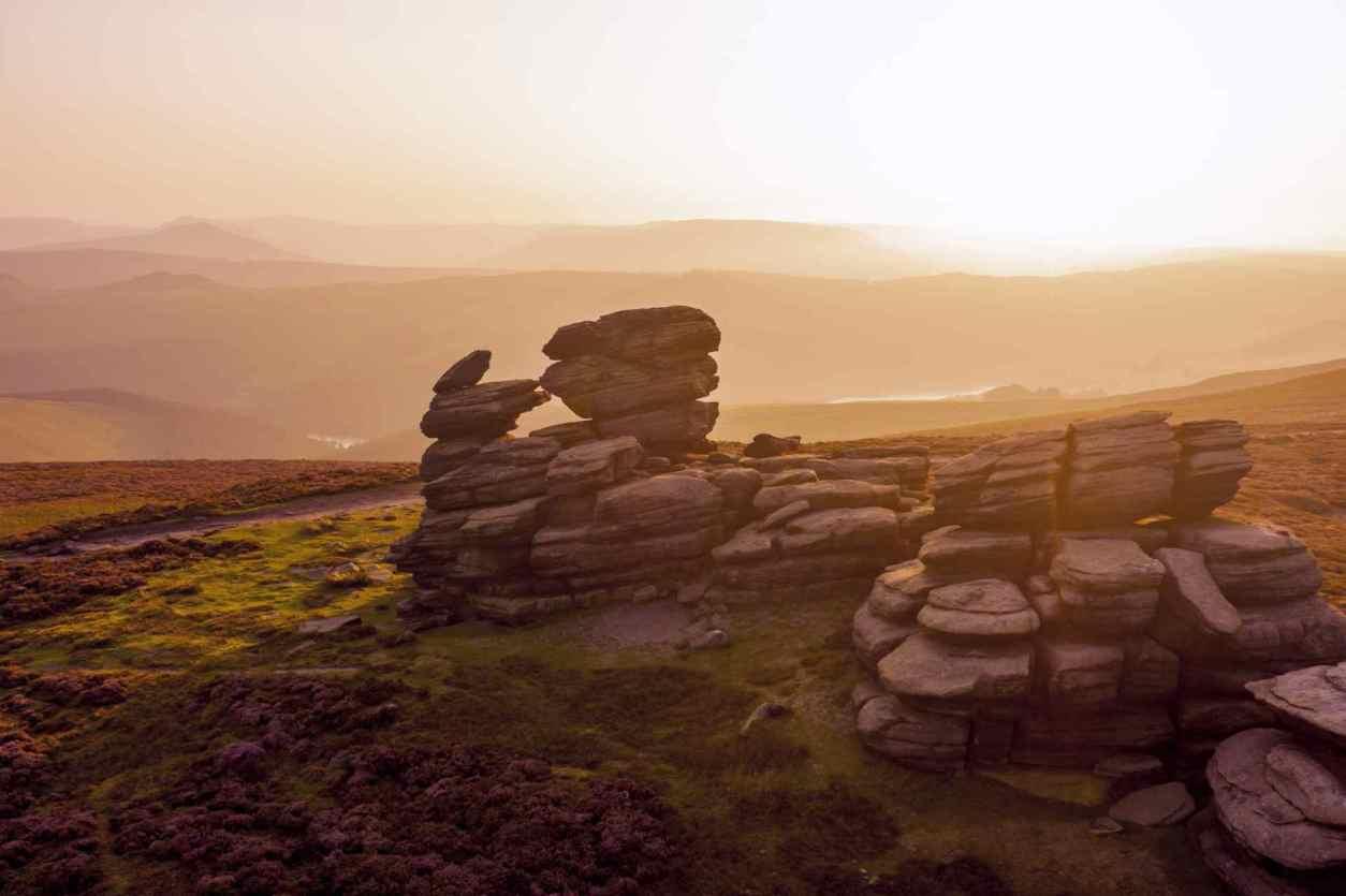 sunset-over-wheel-stones-near-derwent-edge-ladybower-walks