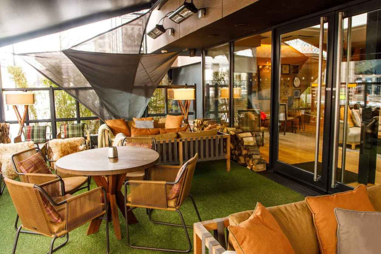tables-on-the-terrace-of-the-gentleman-and-scholar-pub-rooftop-bars-birmingham