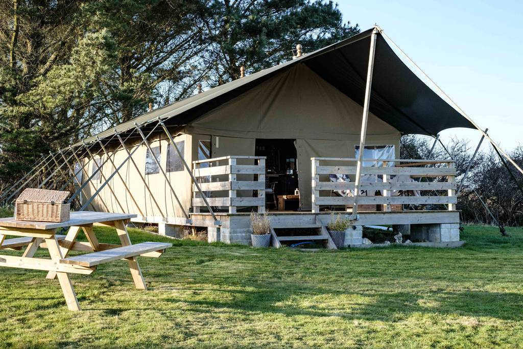 tembo-safari-tent-with-decking-in-field-at-wrinklers-wood