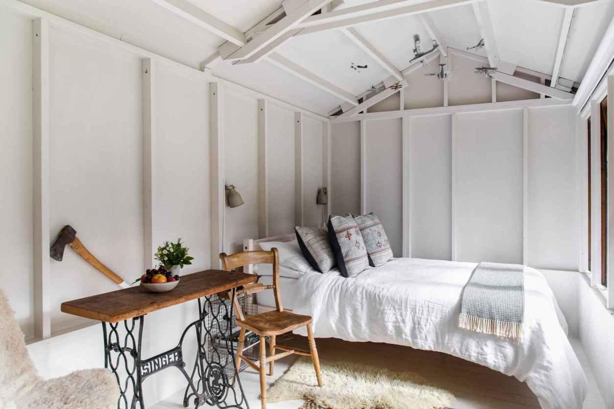 white-and-airy-interior-of-copse-cabin