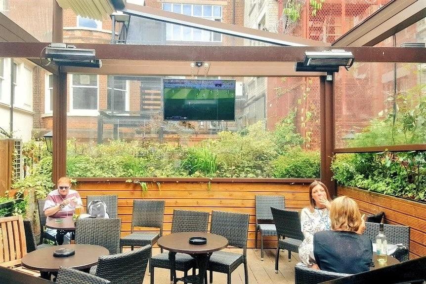 women-drinking-on-the-wellington-terrace