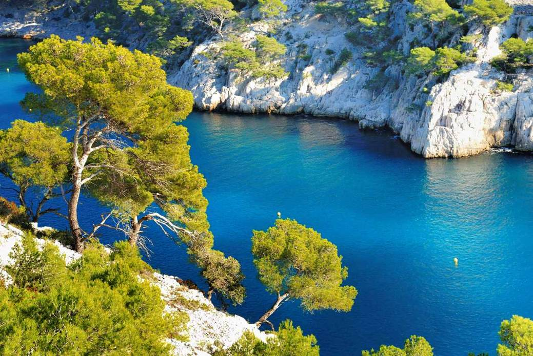 calanque-d'en-vau-in-cassis-best-beaches-in-the-south-of-france