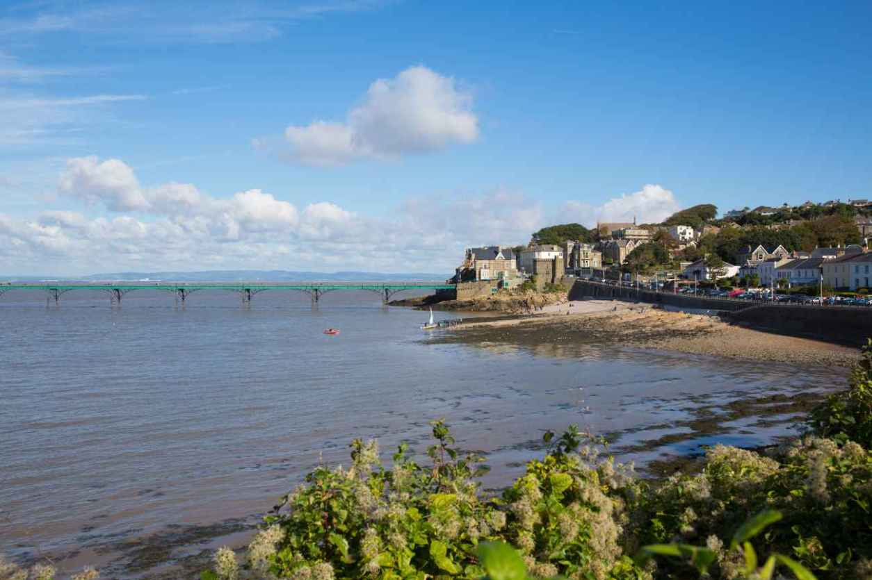 clevedon-pier-and-seafront-on-sunny-day-best-walks-in-somerset
