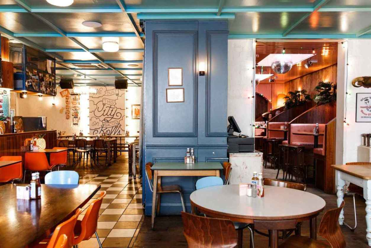interior-of-the-breakfast-club-shoreditch-bottomless-brunch-shoreditch