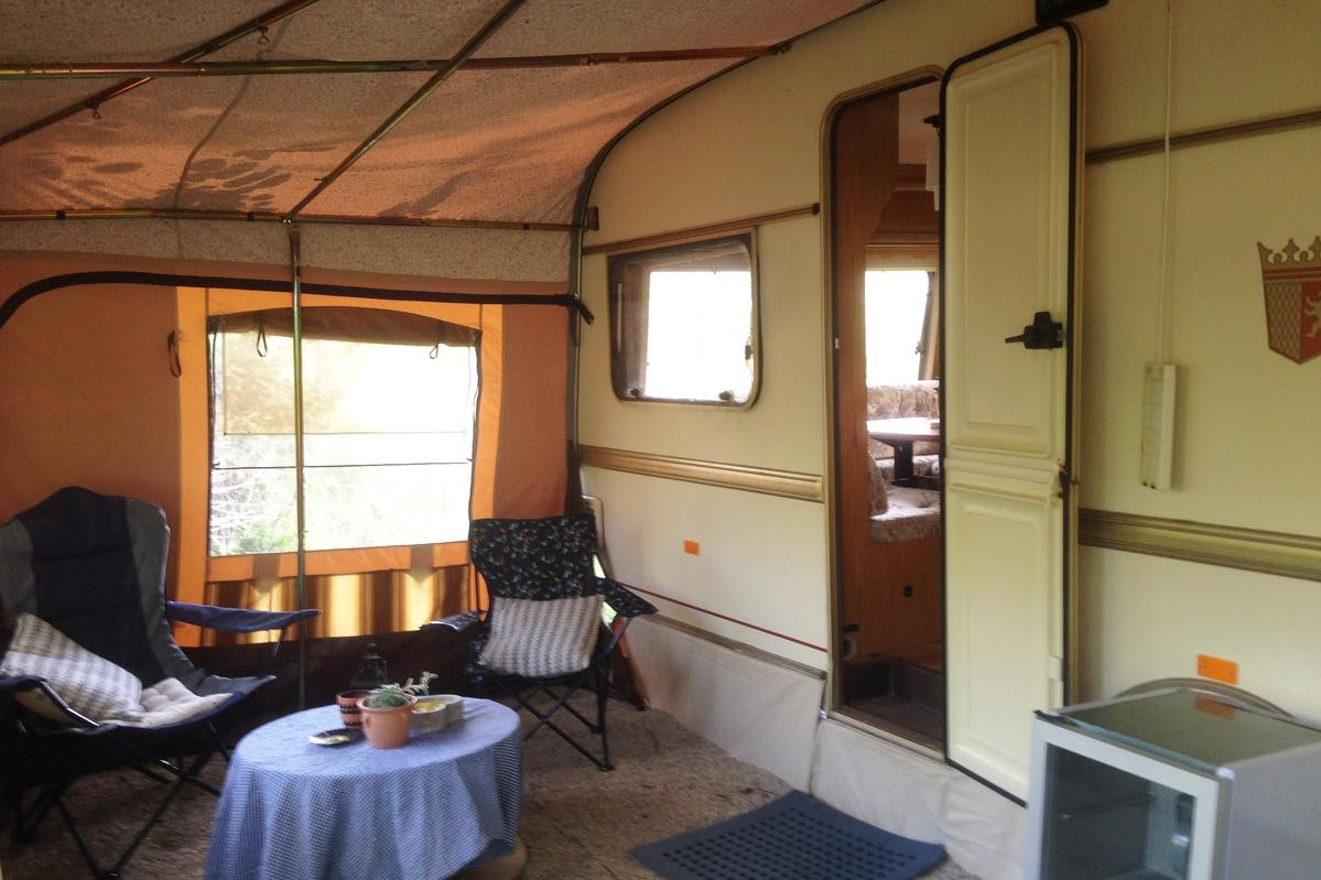 loughnafooey-caravan-with-covered-seating-outside