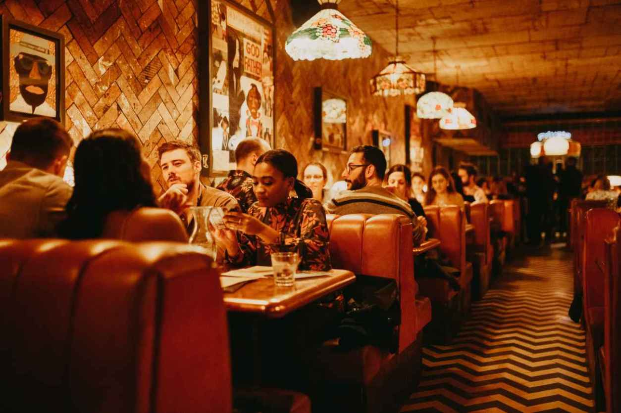 people-eating-in-booths-of-the-blues-kitchen