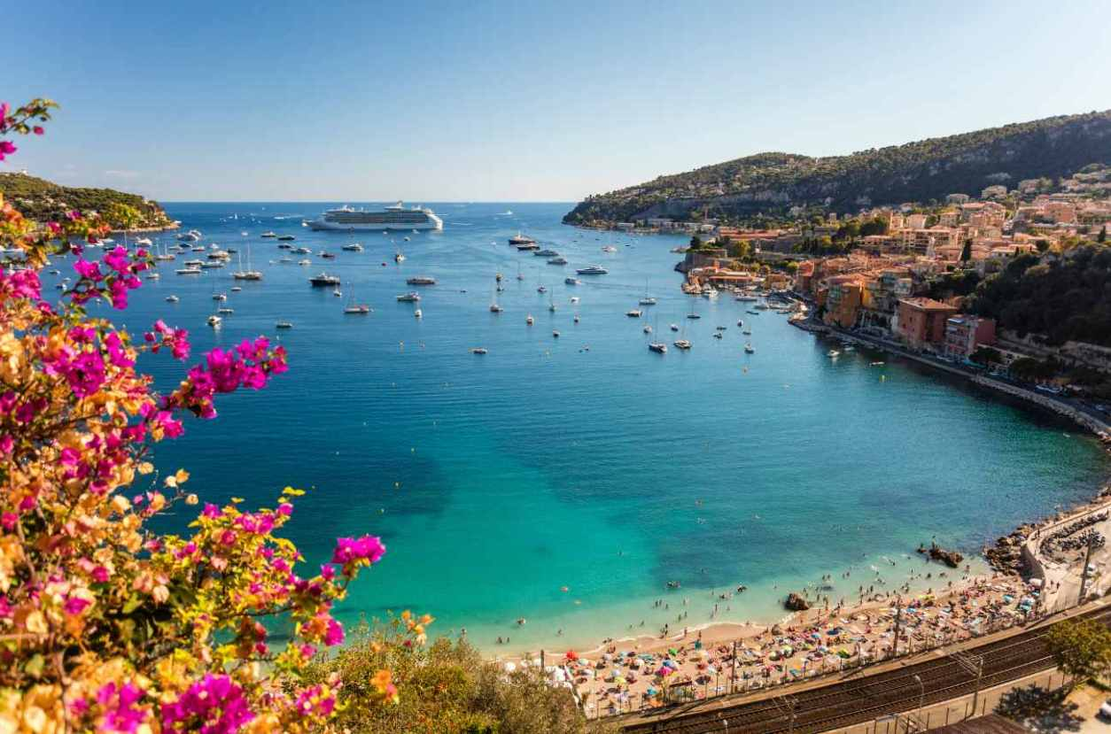 plage-des-marinières-in-villefranche-sur-mer-best-beaches-in-the-south-of-france