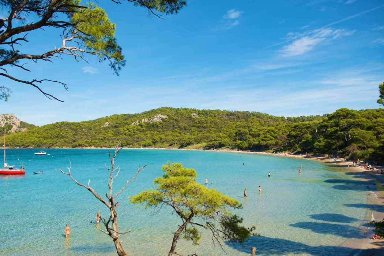 plage-notre-dame-in-porquerolles-best-beaches-in-the-south-of-france