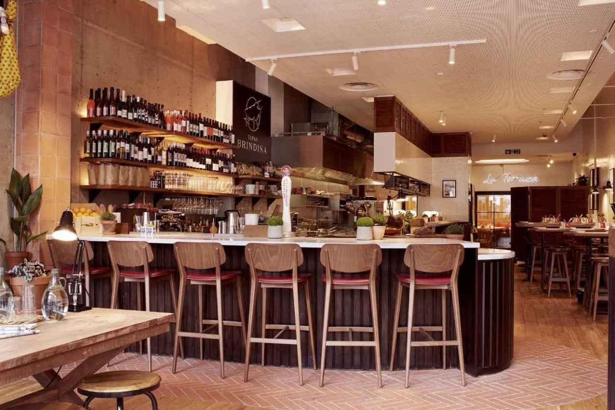 seats-at-bar-of-tapas-brindisa-bar-bottomless-brunch-shoreditch
